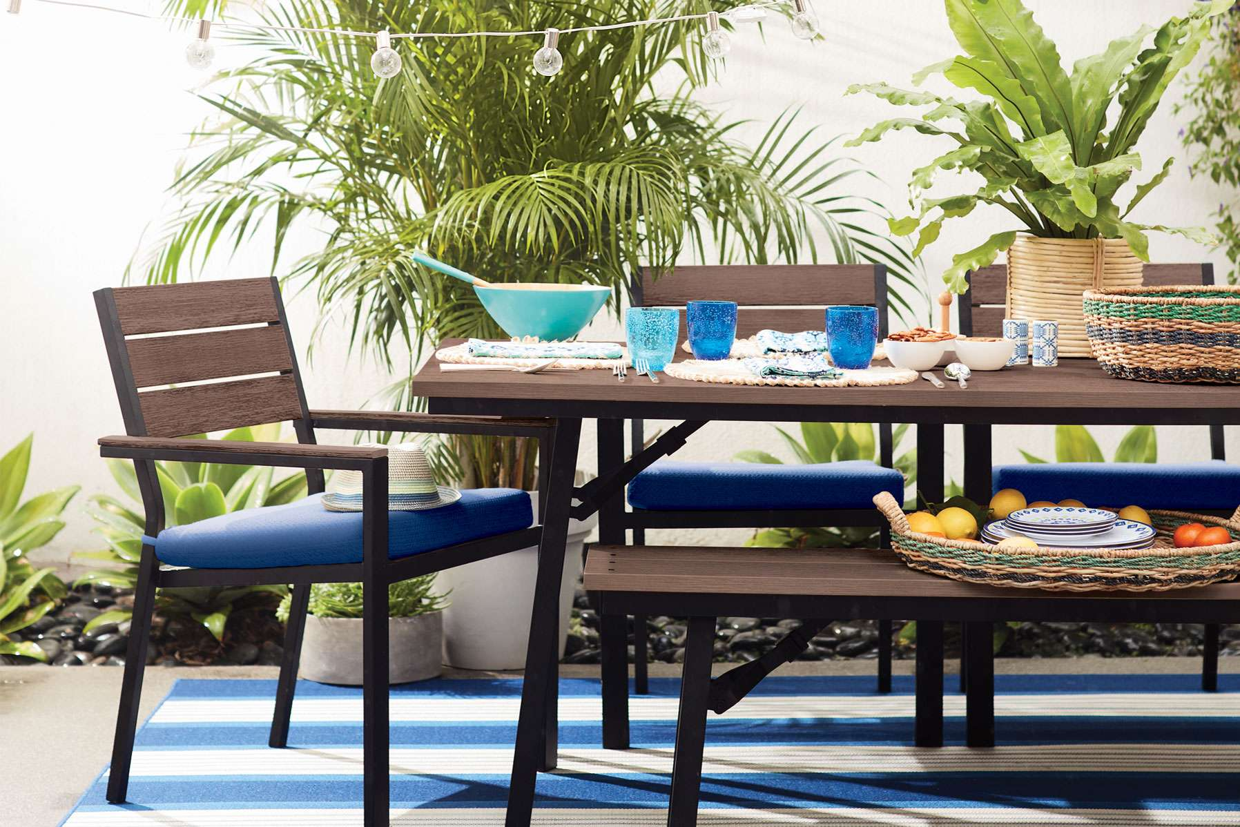 Outdoor patio table and chairs - Patio Furniture Accessories
