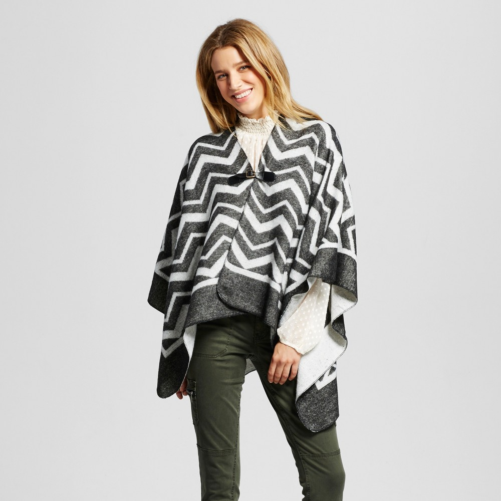 Womens Chevron Print Ruana Wrap with Buckle Closure - Gray/White