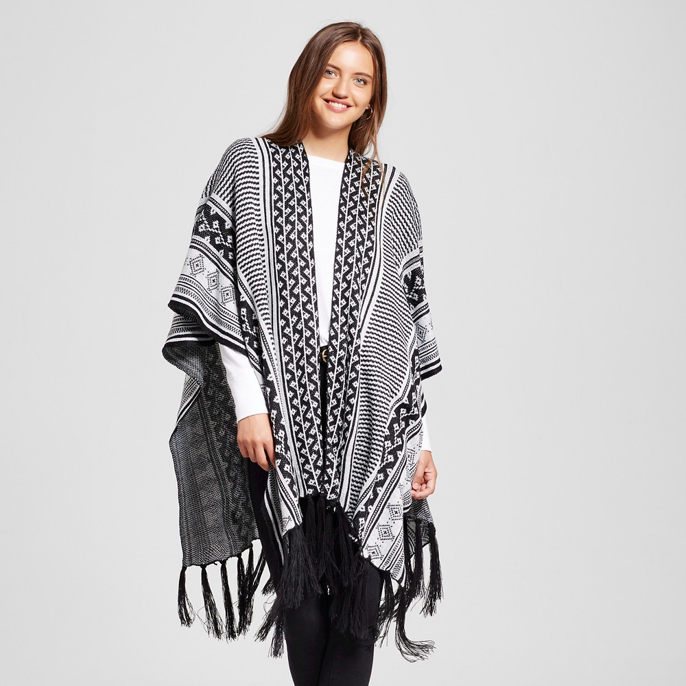 Womens Knit Ruana Wrap with Fringe Black and White - Sylvia Alexander, Black/White