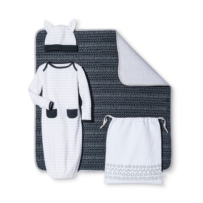 Baby Boys' 4-Piece Gown, Hat, Blanket & Bag Set Nate Berkus™ - Graphite/White 0-3M