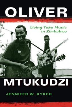 Oliver Mtukudzi : Living Tuku Music in Zimbabwe (African Expressive Cultures) (Paperback) (Jennifer W.