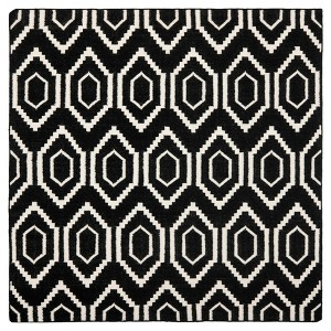 Taza Dhurry Rug - Black/Ivory - (6