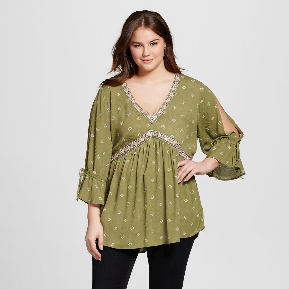 Plus Size Women's Plus Embroidered Split Sleeve Top Green 1X – Born Famous