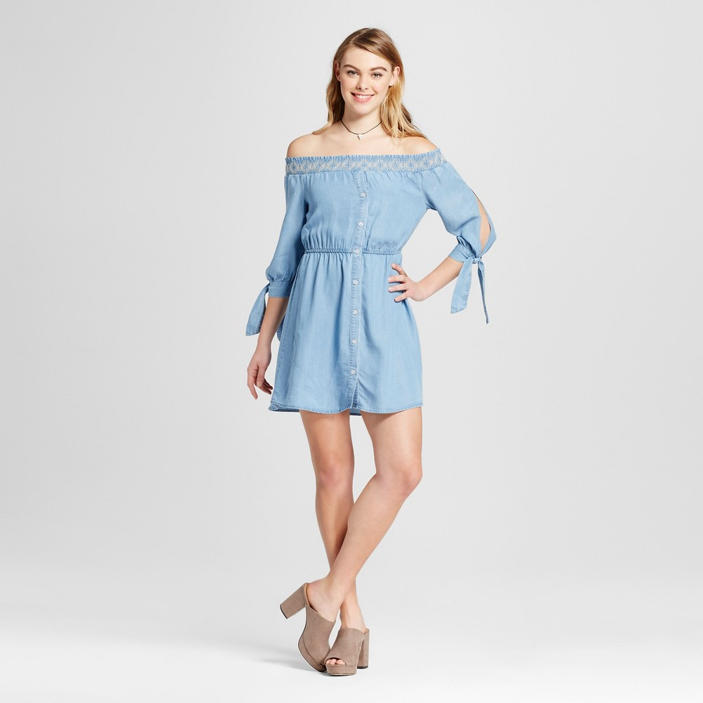 Women's Chambray Off the Shoulder Button Front Dress Light Blue S – 3Hearts (Juniors')