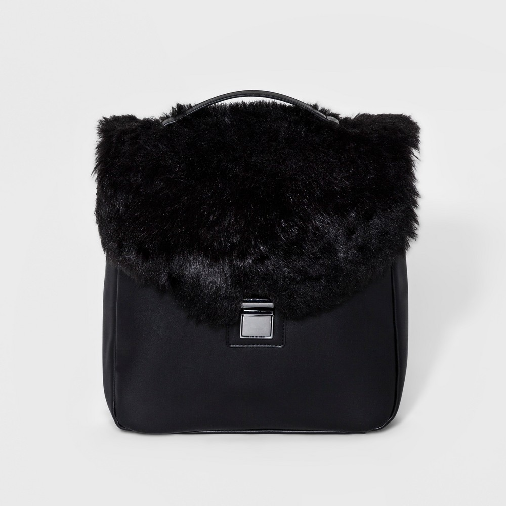 T-Shirt & Jeans Womens Fur Square Backpack - Black