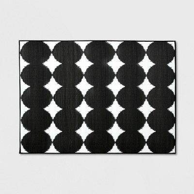 7' x 10' Ikat Dots Outdoor Mat Black/White - Project 62™