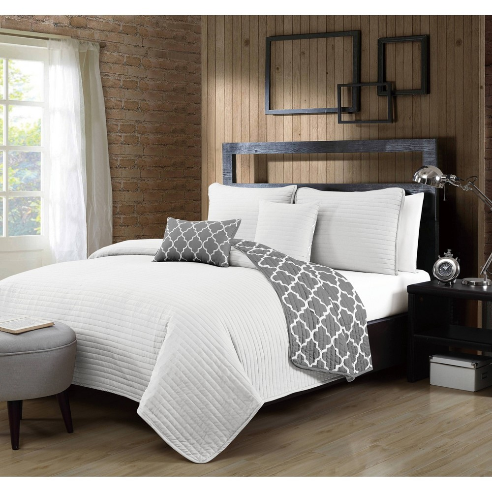 Image of Geneva Home Fashions Queen 5pc Avondale Manor Griffin Quilt & Sham Set White