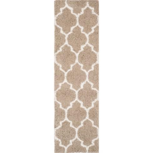 Beryl Quatrefoil Design Tufted Rug - Safavieh - image 1 of 4