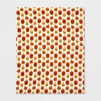 Pumpkin Plush Throw Blanket White/Orange   Hyde & Eek! Boutique™ by Hyde & Eek! Boutique