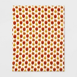 Pumpkin Plush Throw Blanket White/Orange - Hyde & EEK! Boutique™