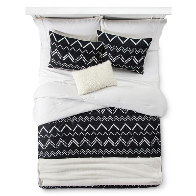 Black Chevron Stripe Comforter Set (Full/Queen)5pc - Room Essentials™