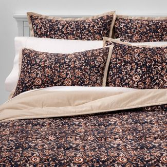 Full/Queen Floral Print Velvet Tufted Quilt Navy - Threshold™