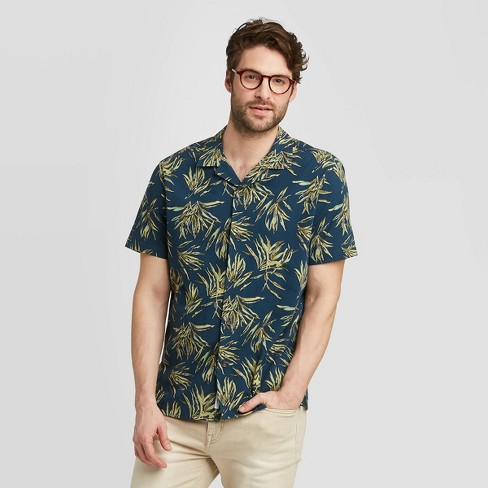 Men's Standard Fit Short Sleeve Seersucker Camp Shirt - Goodfellow & Co™ Olive L - image 1 of 3