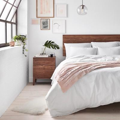 Minimalist Modern Bedroom Furniture & Décor Ideas