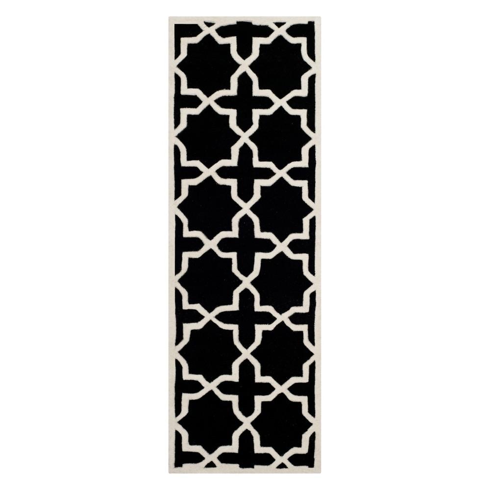 2'3X9' Quatrefoil Design Tufted Runner Black/Ivory - Safavieh