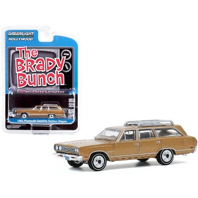 "1969 Plymouth Satellite Station Wagon Gold (Carol Brady's) ""The Brady Bunch"" (1969-1974) TV Series ""Hollywood Series"" 1/64 Diecast Model by Greenlight"