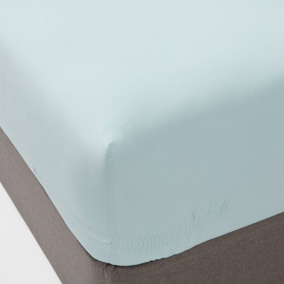 Queen 300 Thread Count Ultra Soft Fitted Sheet Light Blue - Threshold™