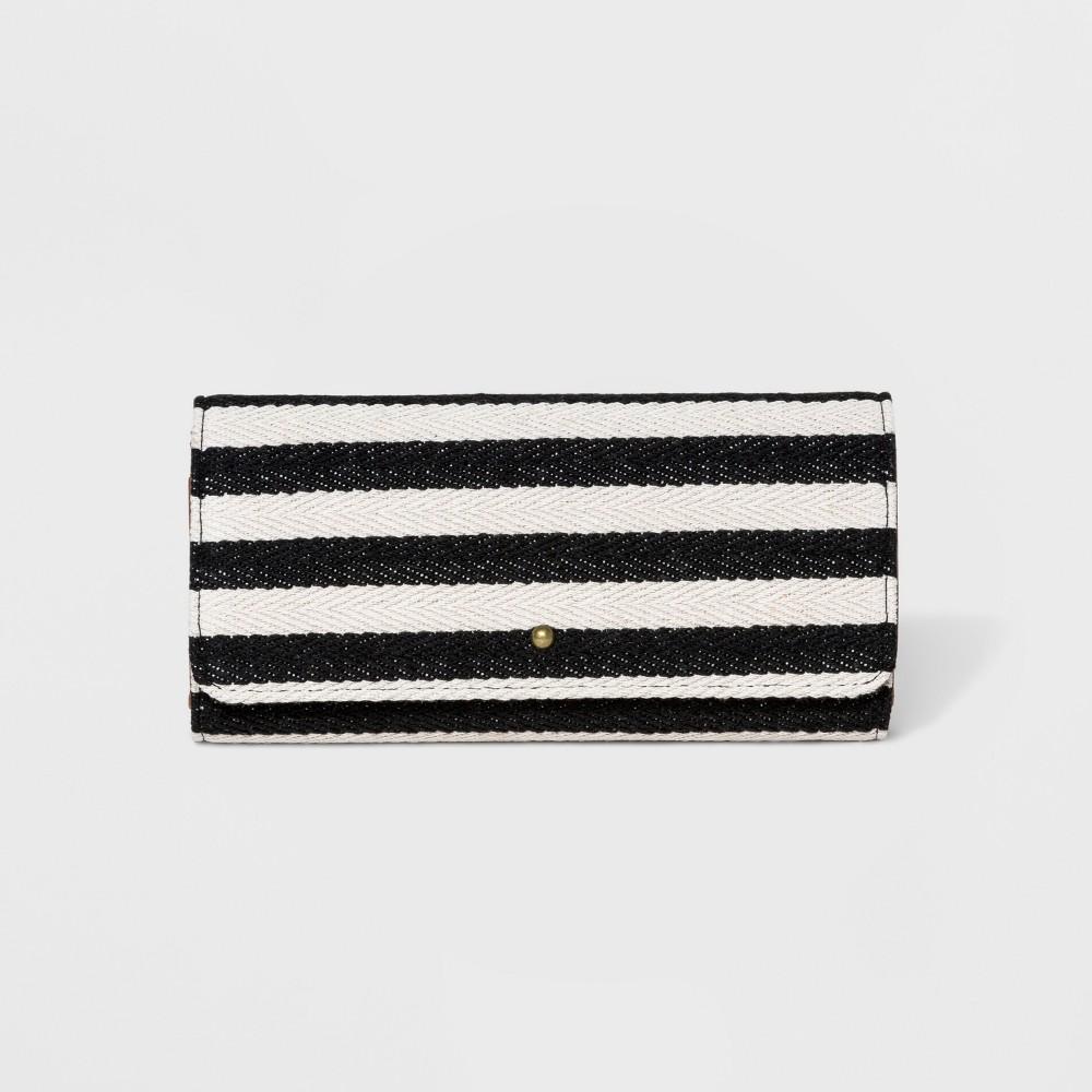 Women's Striped Flap Tri-Fold Wallet - Universal Thread Black/White Women's Striped Flap Tri-Fold Wallet - Universal Thread Black/White Gender: Female. Age Group: Adult. Pattern: Stripe.