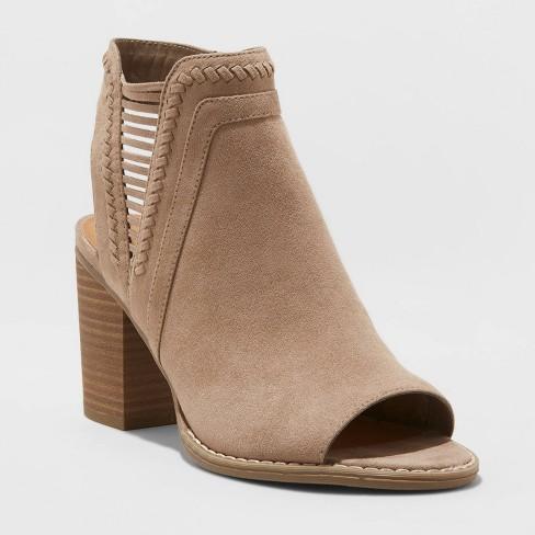 Women's Jazlyn Microsuede Whipstitch Block Heel Pumps - Universal Thread™ - image 1 of 3