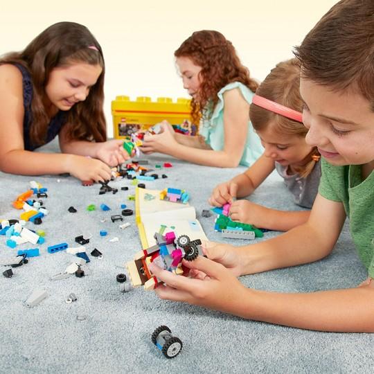 LEGO Classic Medium Creative Brick Box Building Toys for Creative Play, Kids Creative Kit 10696 image number null