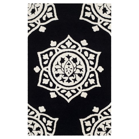 Cassidy Tufted Medallion Accent Rug - Safavieh - image 1 of 1