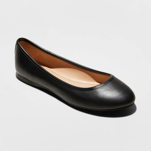 Women's Everly Faux Leather Round Toe Ballet Flats - Universal Thread™ - image 1 of 3