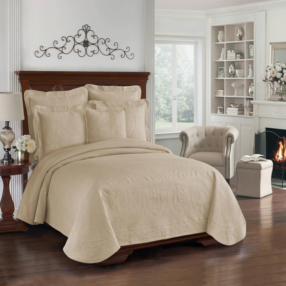 Image of Birch King Charles Matelasse Coverlet (Queen) - Historic Charleston