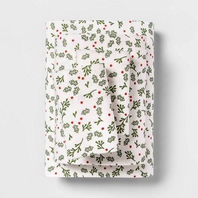 Queen Holiday Print Flannel Sheet Set Holly - Wondershop™
