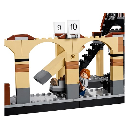 LEGO Harry Potter Hogwarts Express Train Set with Harry Potter Minifigures and Toy Bridge 75955 image number null