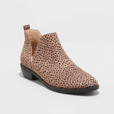 Women's Nora Cut Out Ankle Bootie - Universal Thread™