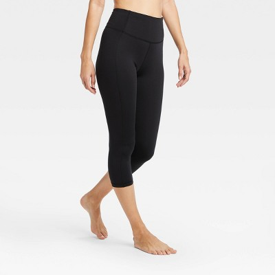 "Women's Contour Power Waist High-Waisted Capri Leggings 20"" - All in Motion™ Black"