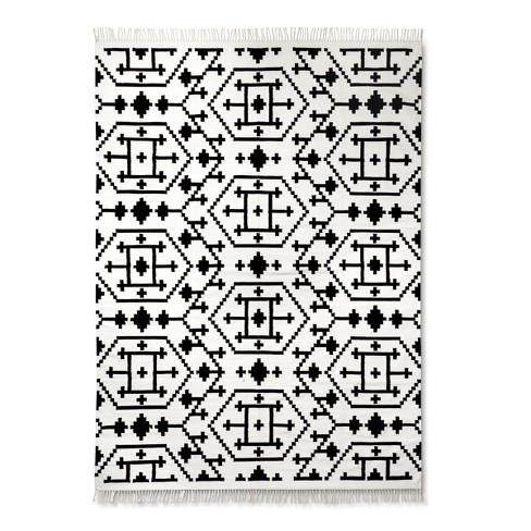 Black White Clic Accent Rug 5 X7