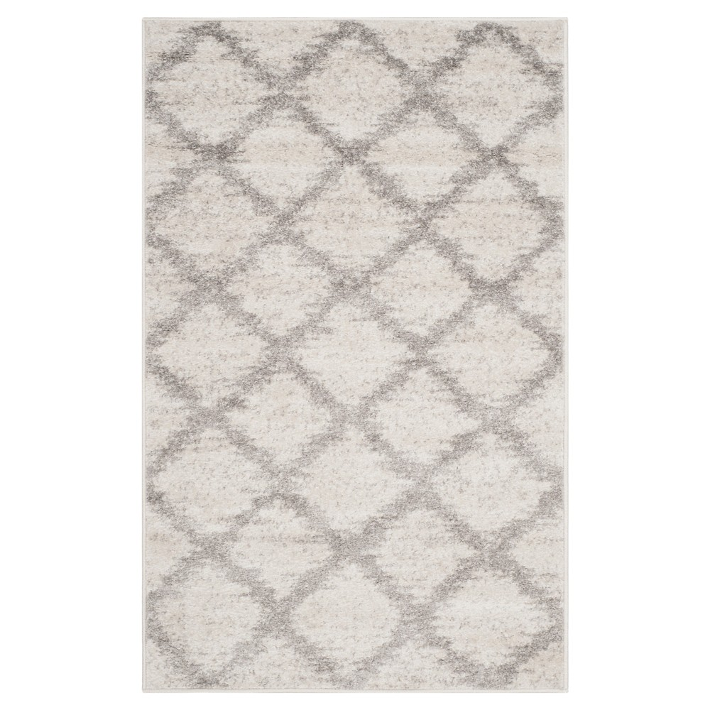 Ivory/Silver Geometric Loomed Area Rug - (6'X9') - Safavieh, White