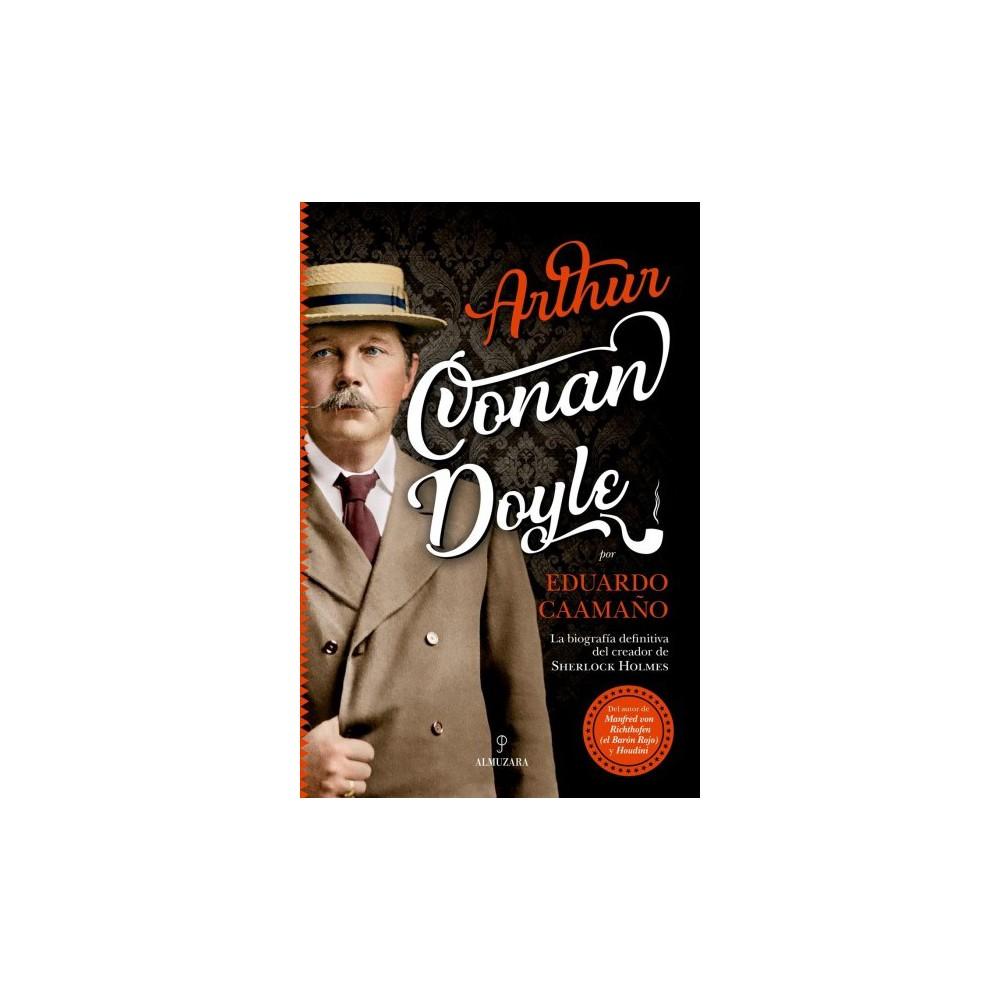 Arthur Conan Doyle : La Biografia Definitive Del Creador De Sherlock Holmes - (Paperback) Autor prolifico y uno de los narradores mas populares de su epoca, Arthur Conan Doyle fue un hombre notable, con visiones y actitudes que estaban muy por delante de su tiempo. En suma, un ciudadano victoriano con la mente puesta en el siglo XX. Su narrativa abarca un rango tan amplio que supera el de cualquier escritor de su generacion, aunque para la inmensa mayoria del publico, su obra se reduzca a la creacion de Sherlock Holmes, lo que no es poco, ya que se trata de uno de los personajes mas entranables de la literatura universal. Sin embargo, muchos se sorprenderian si se les dijesen que menos de un veinte por ciento de sus esfuerzos fueron dedicados a la saga de su celebre detective. El ochenta por ciento restante se compone de un exuberante conjunto de obras de toda indole, desde relatos de fantasia, horror y ciencia ficcion hasta novelas historicas, obras de teatro, cronicas y poesia. Irlandes de descendencia, escoces de nacimiento y britanico por conviccion, Conan Doyle fue un hombre deportista y aventurero, y se movio por campos tan dispares como antagonicos. De la literatura paso al periodismo, escribio articulos inflamados para diversos diarios britanicos, contribuyo a extender la practica del esqui en Suiza, hizo incursiones en politica y abrazo con fervor el espiritismo tras la muerte de su hijo en la Gran Guerra. Tambien se embarco en peligrosas expediciones maritimas, arriesgo su vida en el frente de tres sangrientos conflictos y compartio experiencias con los nombres mas notables de su tiempo, como Harry Houdini, H. G. Wells, Bram Stoker u Oscar Wilde. Fue, ademas, un defensor de causas imposibles y colaboro en la resolucion de algunos de los crimenes mas sonados de su epoca con el unico objetivo de librar a un reo inocente de una inevitable condena.El proposito de esta biografia, ricamente ilustrada y que se lee como una novela, es realizar un detallado recorri