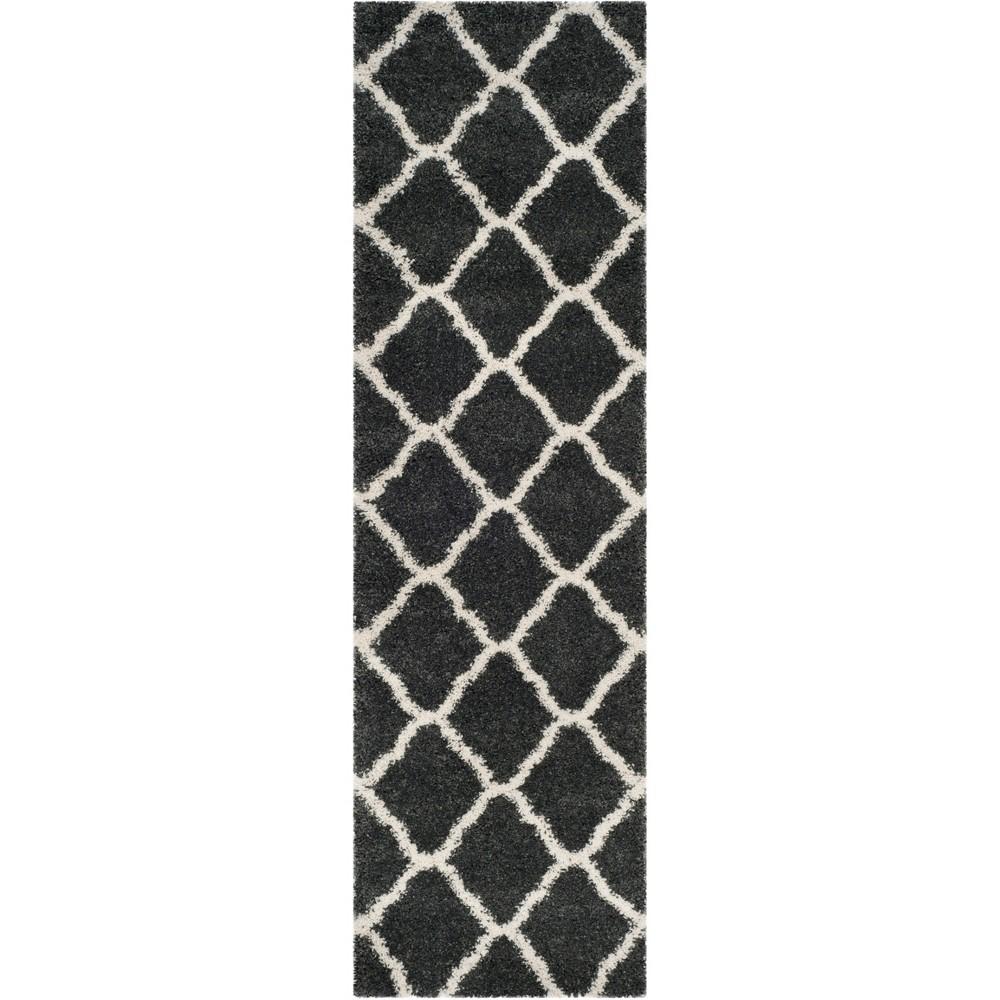 2'3X6' Quatrefoil Design Loomed Runner Dark Gray/Ivory - Safavieh