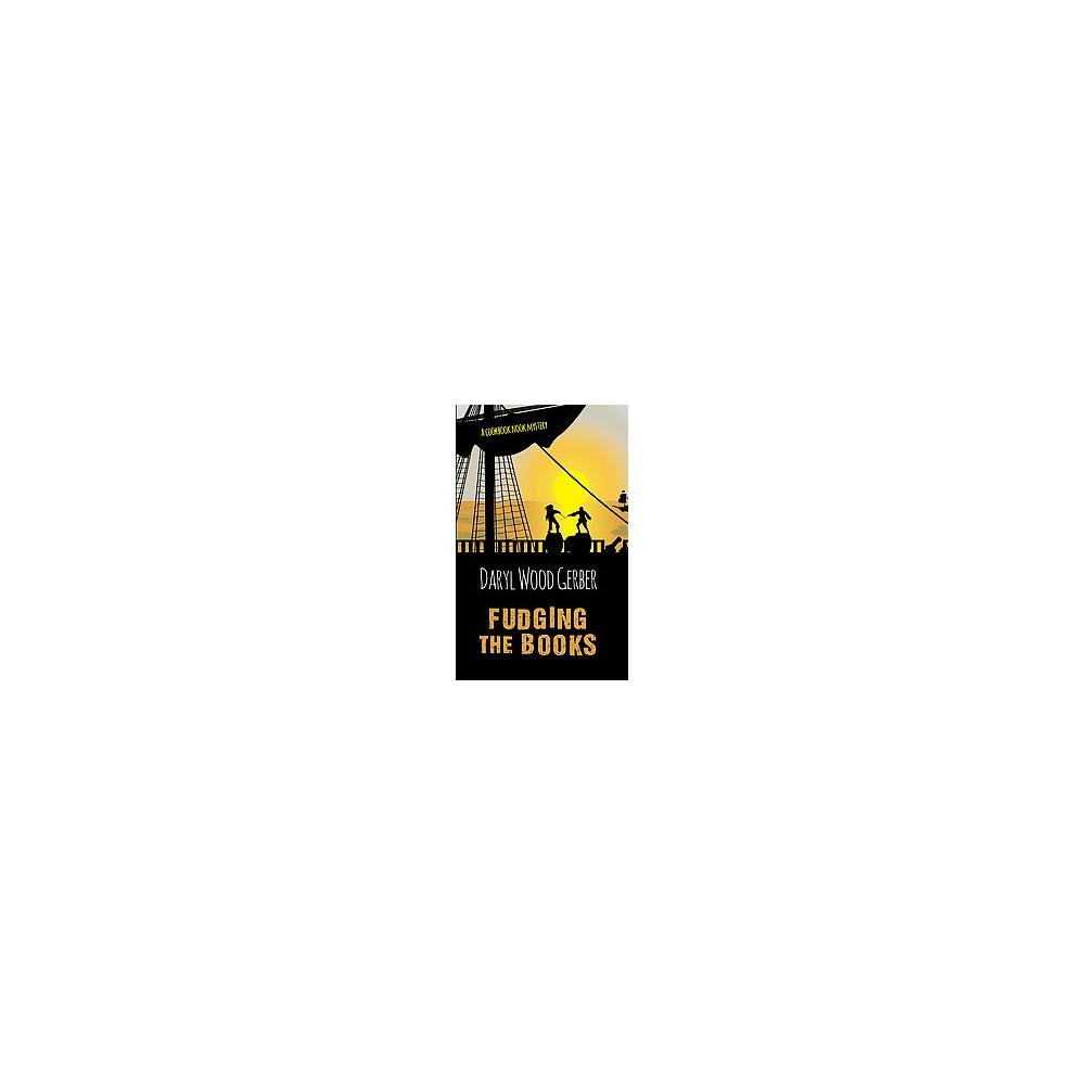 Fudging the Books (Large Print) (Paperback) (Daryl Wood Gerber)