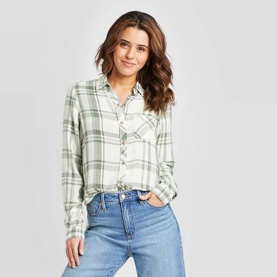 Women's Plaid Long Sleeve Button-Down Shirt - Universal Thread™