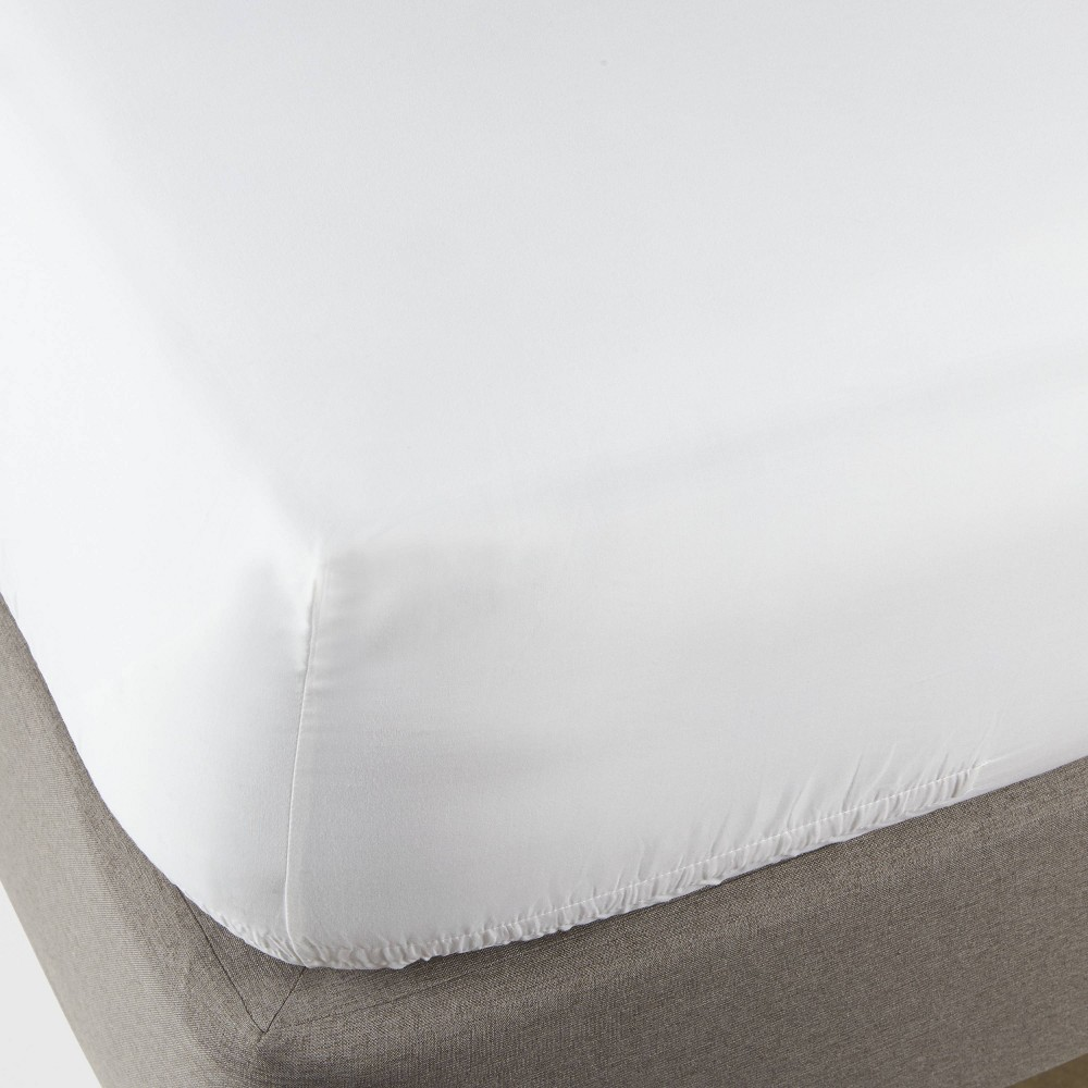 Full 300 Thread Count Ultra Soft Fitted Sheet White - Threshold Compare