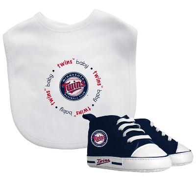 Minnesota Twins Bib & Prewalker Gift Set