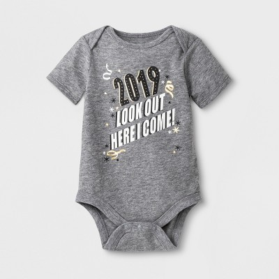 Baby Short Sleeve '2019' Bodysuit - Cat & Jack™ Heather Gray 0-3M