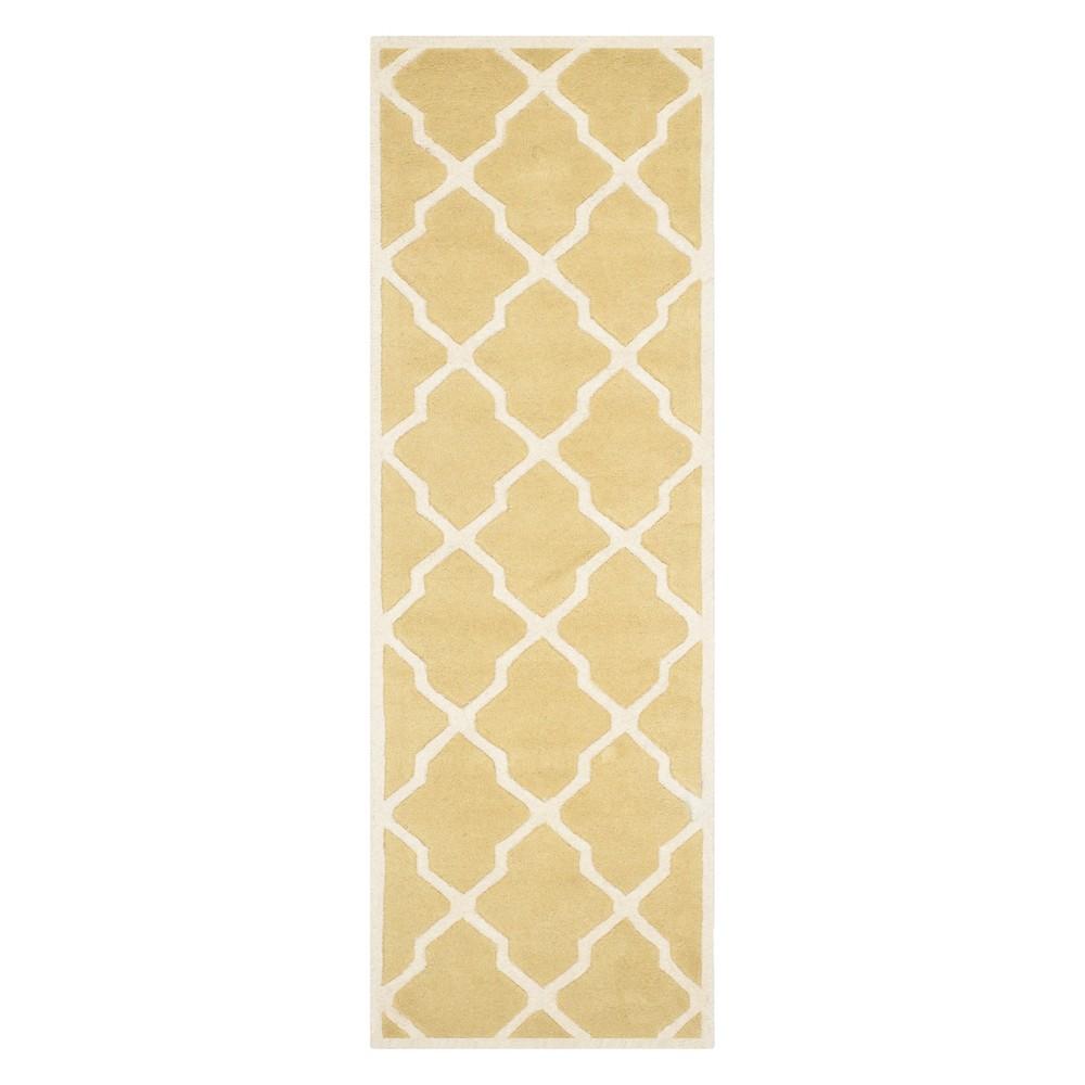 2'3X9' Quatrefoil Design Tufted Runner Light Gold/Ivory - Safavieh