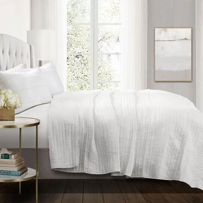 Full/Queen Pom Pom Stripe Quilt Set White - Lush Décor