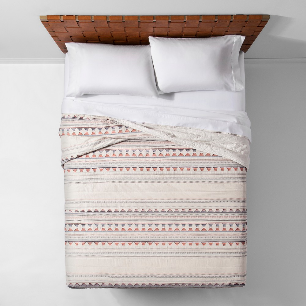 Coral Woven Jacquard Fringe Quilt (Twin/Twin XL) - Opalho...
