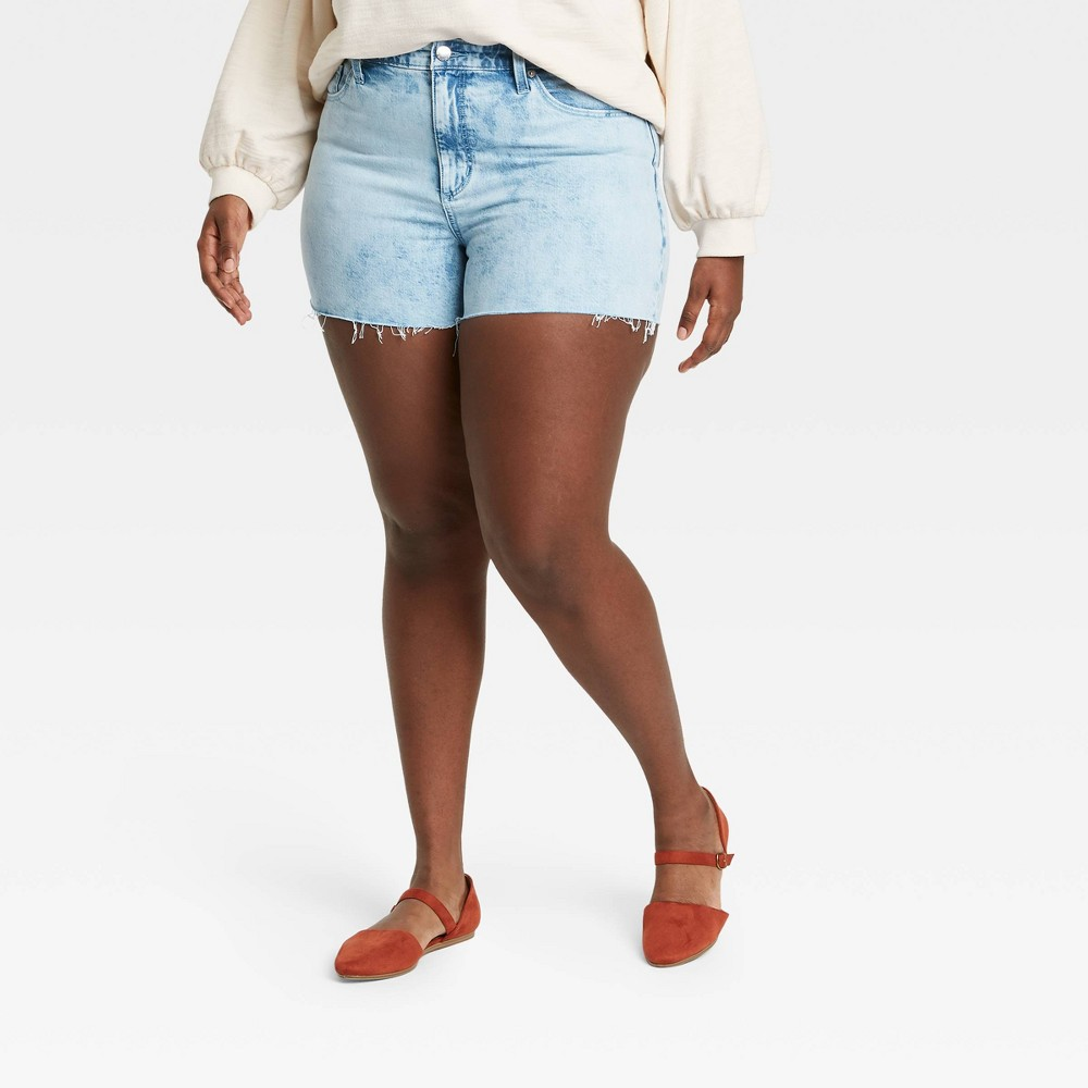 Women 39 S Plus Size High Rise Jean Shorts Universal Thread 8482 Light Wash 14w