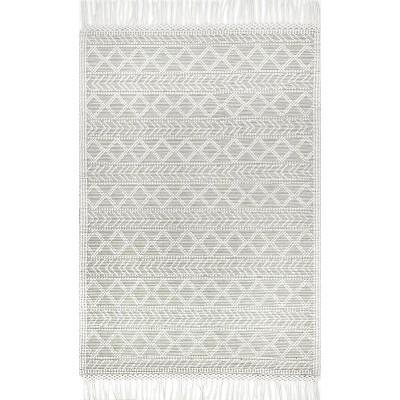 nuLOOM Hand Woven Tabatha Tassel Area Rug