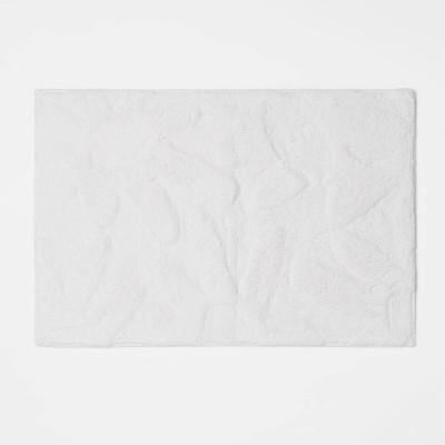 "17""x24"" Daisies Cotton Bath Rug White - Room Essentials™"