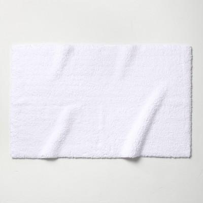 "24""x40"" Ultra Soft Tufted Bath Rug White - Casaluna™"