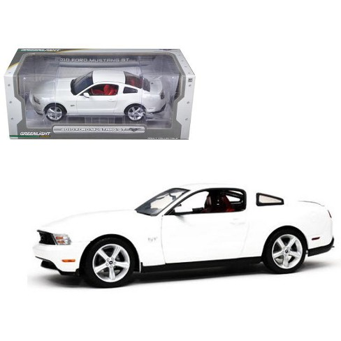 White Mustang Gt >> 2010 Ford Mustang Gt Coupe Performance White With Brich Red Interior With Cashmere White Seat Stripes 1 18 Diecast