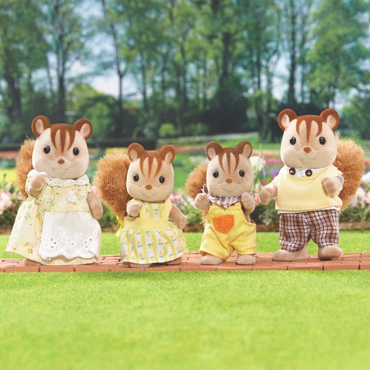 Calico Critters Hazelnut Chipmunk Family image number null