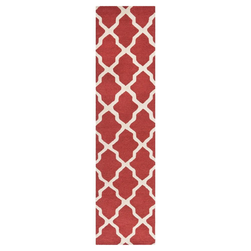 2'6X10' Geometric Runner Rust/Ivory (Red/Ivory) - Safavieh